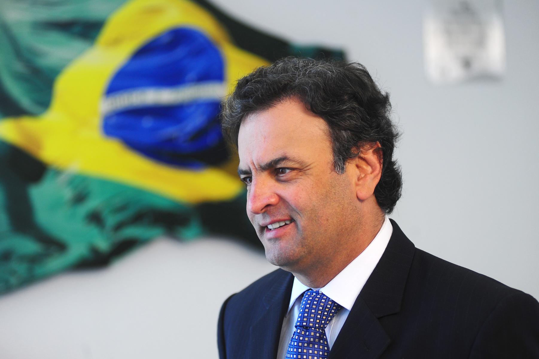 Voto impresso ganha força do PSDB com Aécio Neves
